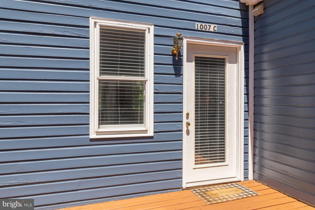 Unit C Entrance (Off Shared Deck) rear access only - 1007 QUEEN ST, ALEXANDRIA