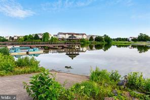 Pavillion lake with boat rentals - 44118 NATALIE TER #101, ASHBURN