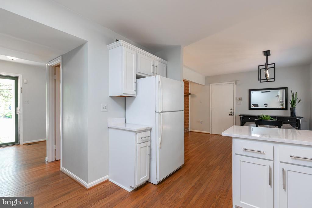 Pic 4-Remodeled Kitchen - 5 BARNSWALLOW CT, STERLING