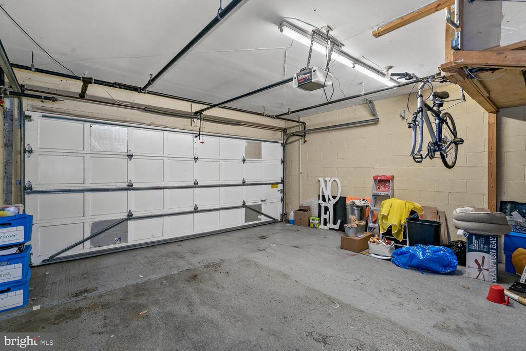 Two Car Private Garage w/ Rear Entrance - 3054 S GLEBE RD, ARLINGTON