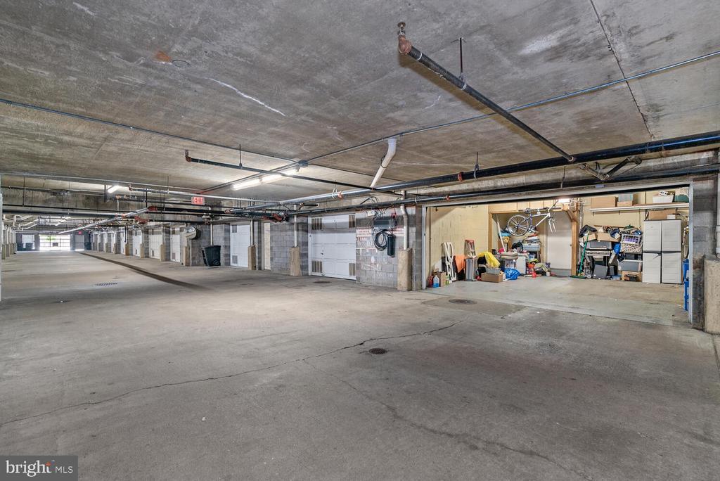 Secure Garage Leads to Private Garage - 3054 S GLEBE RD, ARLINGTON