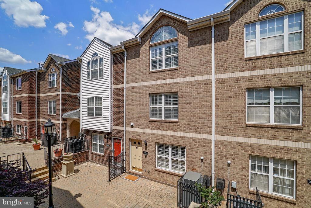 Courtyard Entrance - 3054 S GLEBE RD, ARLINGTON