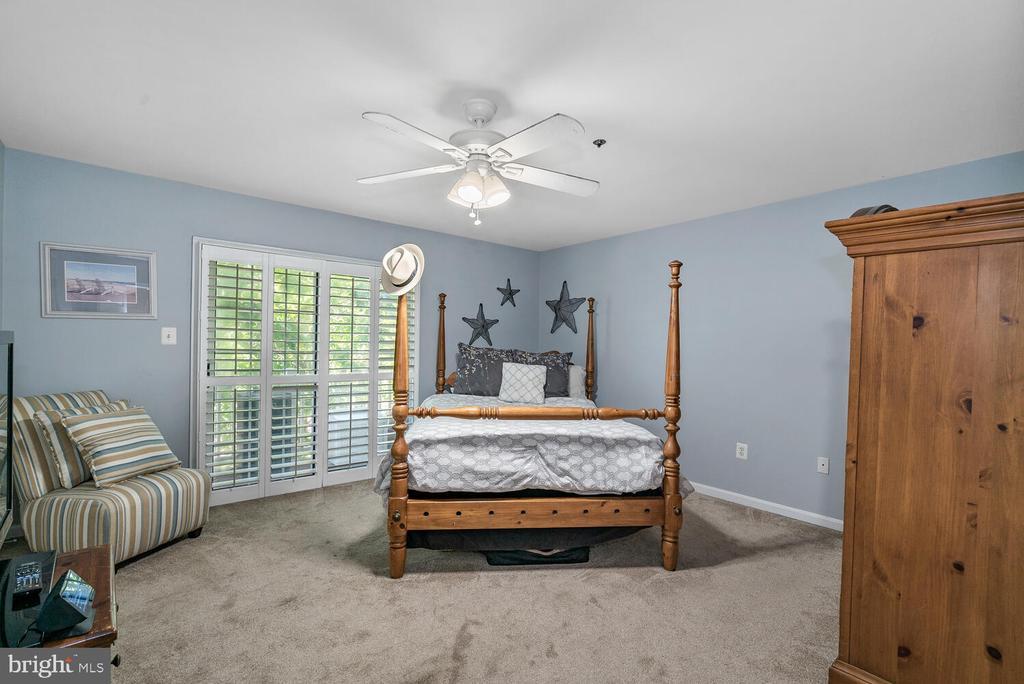 Upper Level 1, Bedroom w/ Balcony - 3054 S GLEBE RD, ARLINGTON