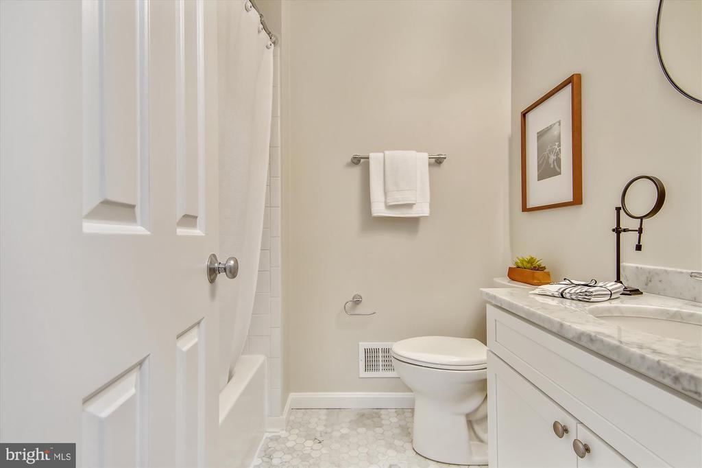 Top Floor - Full Bath #2 with Shower/Tub - 1186 N VERMONT ST, ARLINGTON