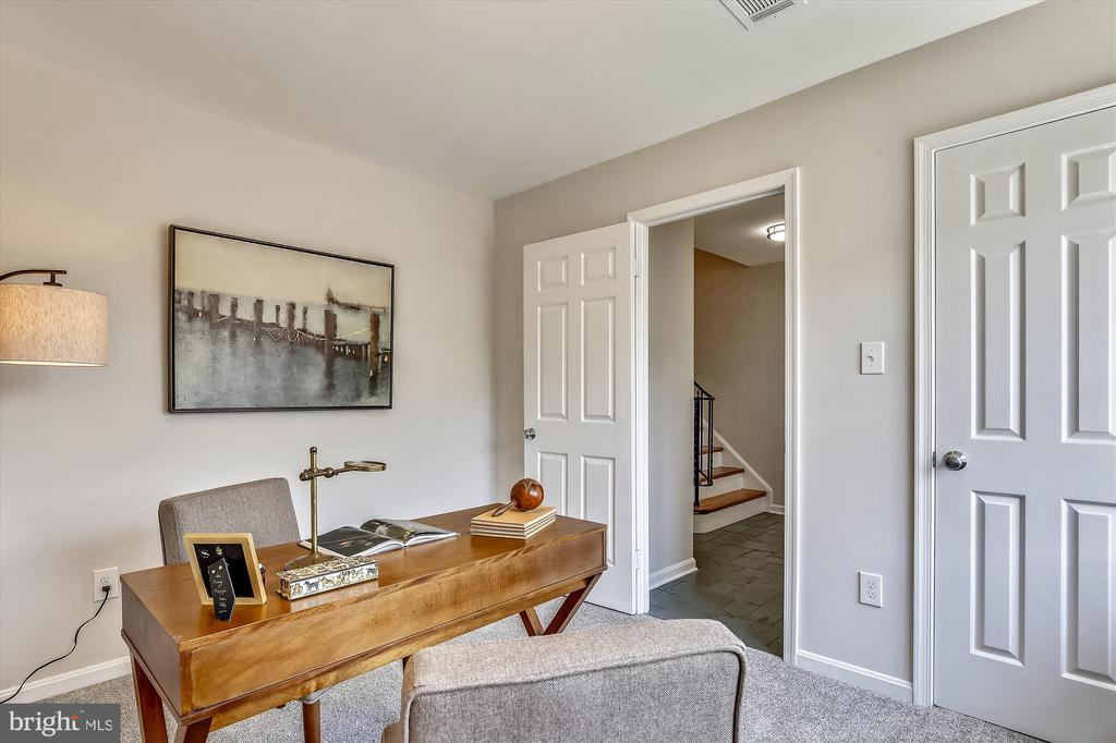 Entry Level - BR #4 is Perfect Office or Guest Rm - 1186 N VERMONT ST, ARLINGTON