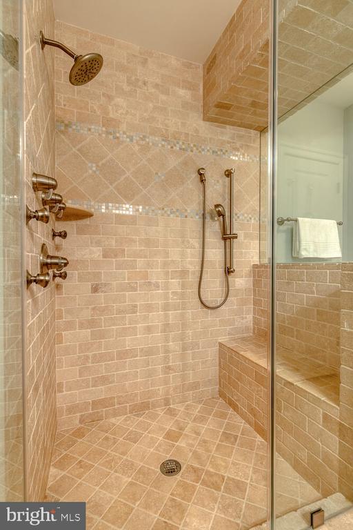 Travertine tile. - 42091 NOLEN CT, LEESBURG