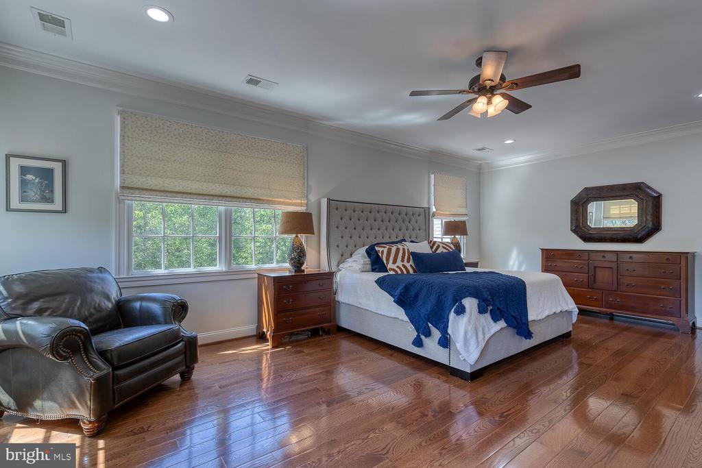 Primary bedroom with hardwood flooring - 42091 NOLEN CT, LEESBURG