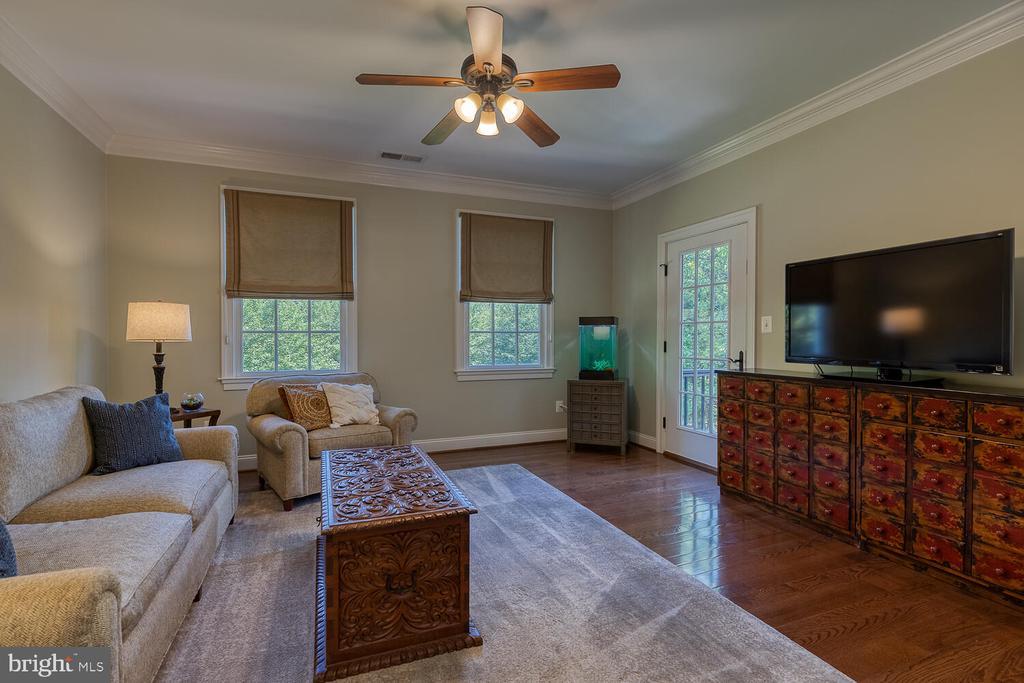 Sitting room in primary bedroom. - 42091 NOLEN CT, LEESBURG