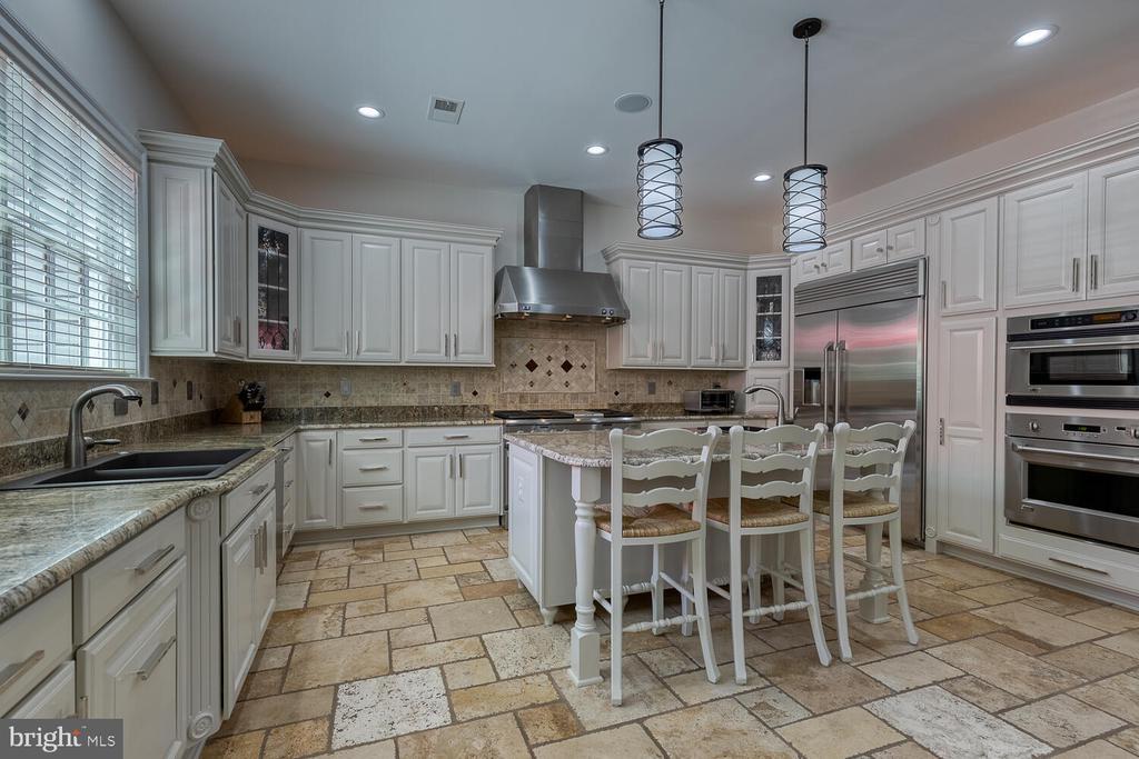 Gourmet kitchen - 42091 NOLEN CT, LEESBURG