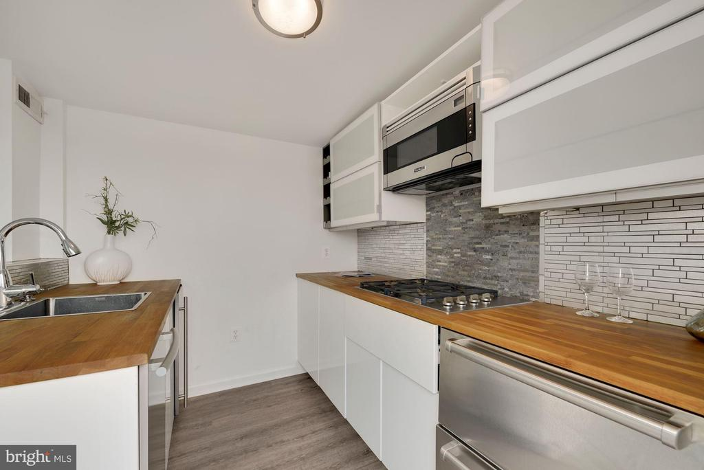 Roof House with Fully Applianced Kitchen - 2419 1ST ST NW #2, WASHINGTON