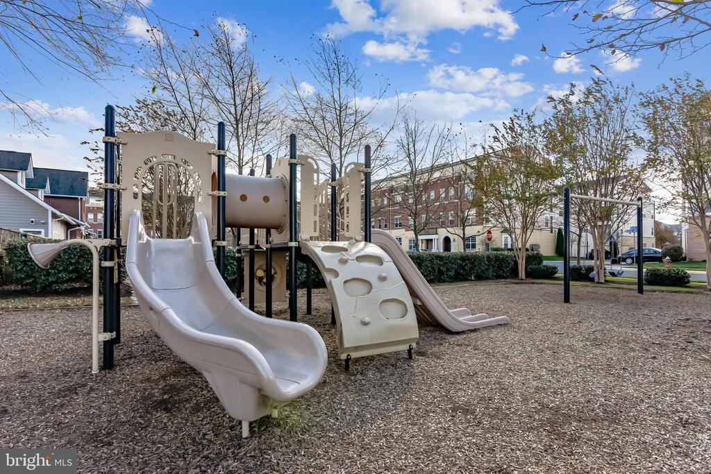 Tot Lots & Playground - 22725 THIMBLEBERRY SQ #203, BRAMBLETON