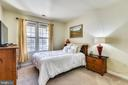 Main Bedroom with  Walk-in Closet & Ensuite - 22725 THIMBLEBERRY SQ #203, BRAMBLETON