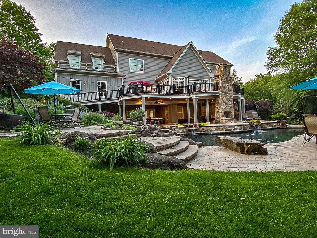 Estate home on private 10 acres. - 42091 NOLEN CT, LEESBURG