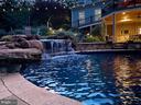 Multiple waterfall features. - 42091 NOLEN CT, LEESBURG