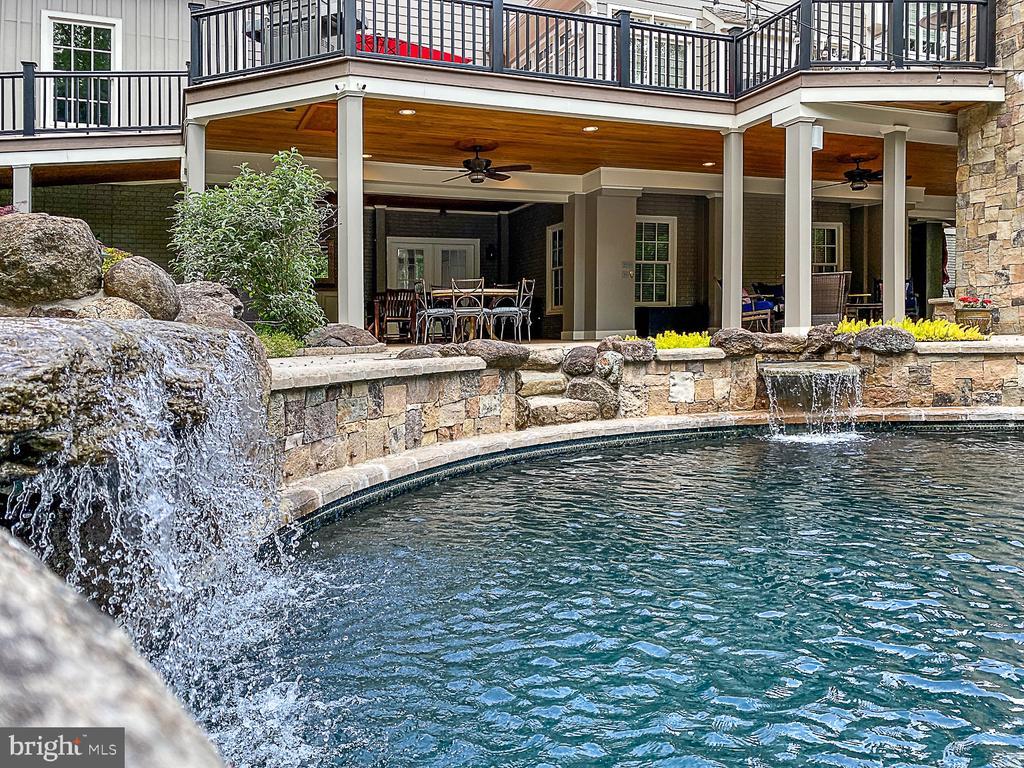 Waterfalls, diving rock. - 42091 NOLEN CT, LEESBURG