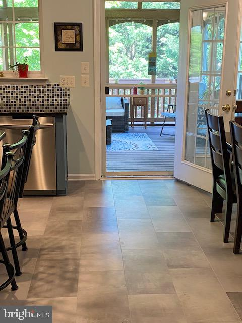 Leading to Screened Porch - 500 ROSEMARY LN, PURCELLVILLE