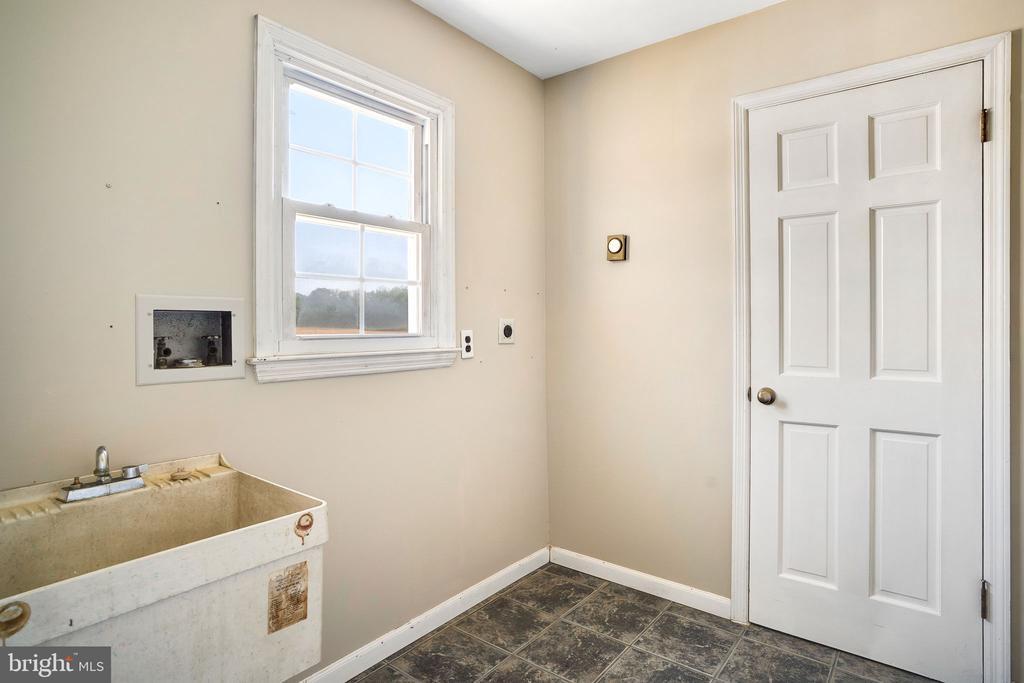 LAUNDRY ROOM - 38152 NIXON RD, HILLSBORO