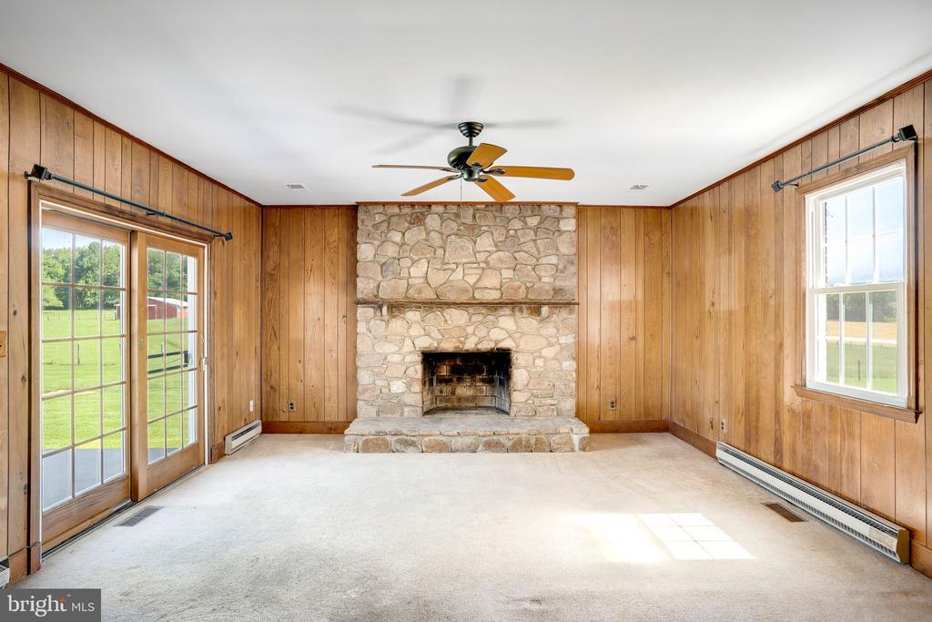 FAMILY ROOM/ WOODBURNING FIREPLACE - 38152 NIXON RD, HILLSBORO