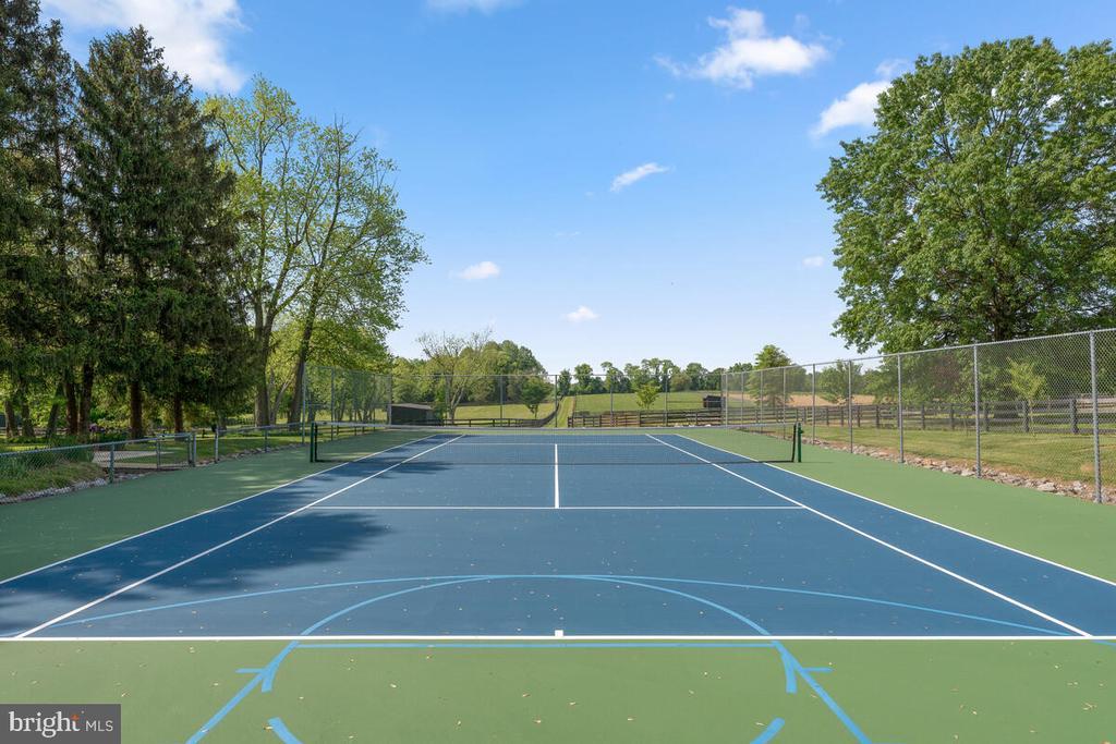 Resurfaced tennis court - 12645 OLD FREDERICK RD, SYKESVILLE