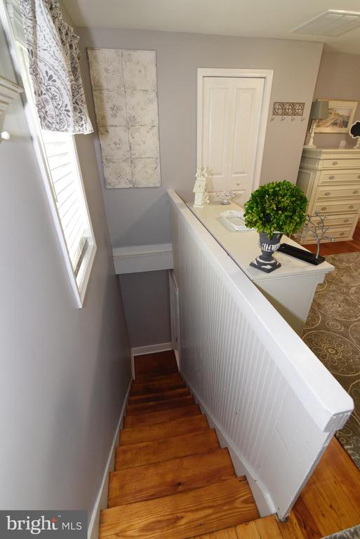 Main bedroom has stirs to the kitchen - 125 VIRGINIA AVE, BERRYVILLE