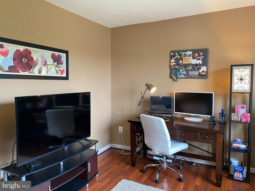 Private sitting area or Second office - 20343 FISHERS ISLAND CT, ASHBURN