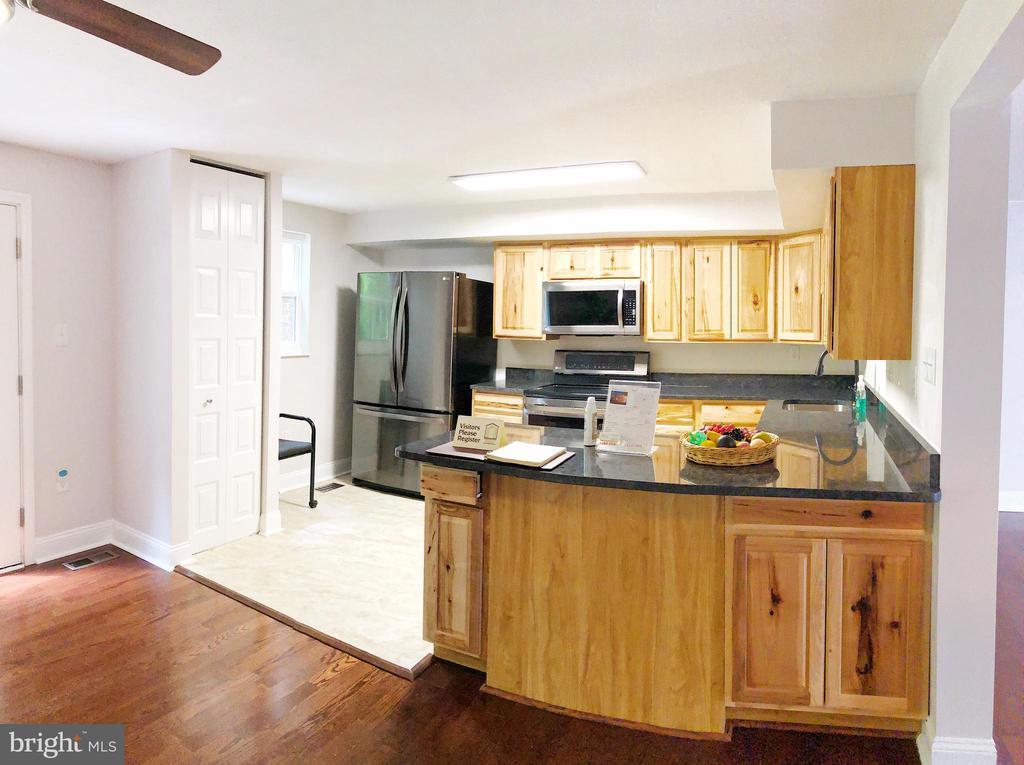 Kitchen - 5832 CANVASBACK RD, BURKE