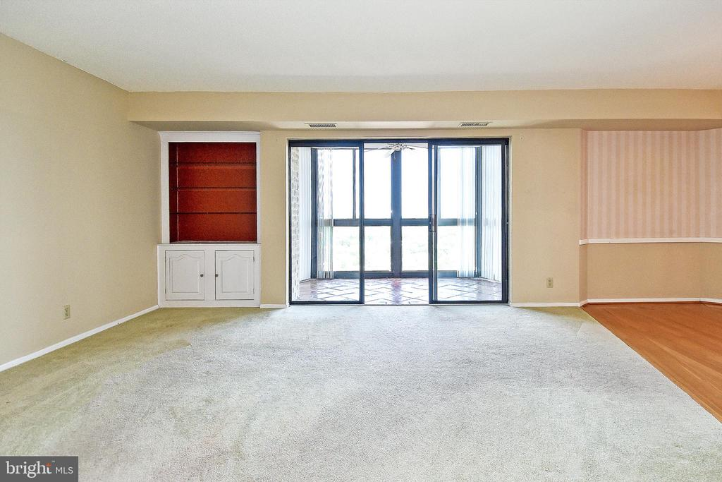 Big, beautiful porch/balcony off living room - 900 N STAFFORD ST #2531, ARLINGTON