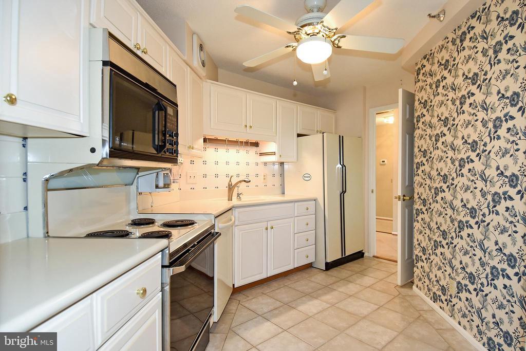Mostly original kitchen - 900 N STAFFORD ST #2531, ARLINGTON