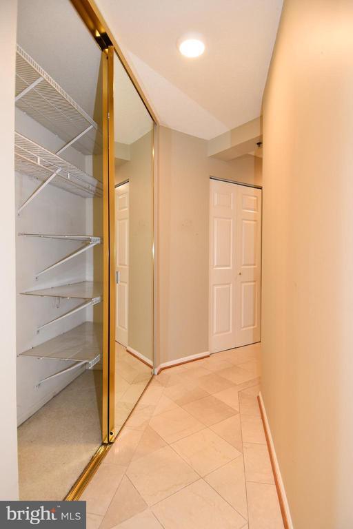 So much storage!! - 900 N STAFFORD ST #2531, ARLINGTON