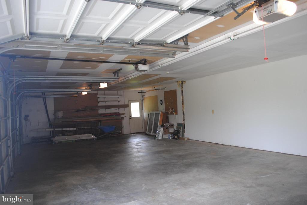 Huge Garage - 8250 OLD COLUMBIA RD, FULTON