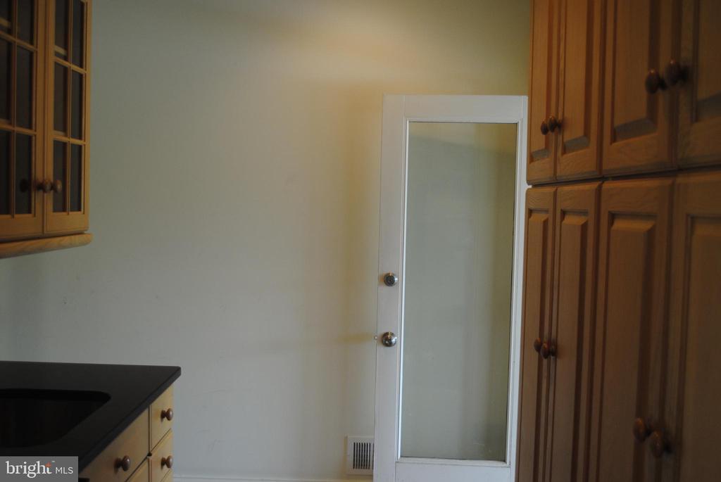 Butler pantry/wet bar - 8250 OLD COLUMBIA RD, FULTON