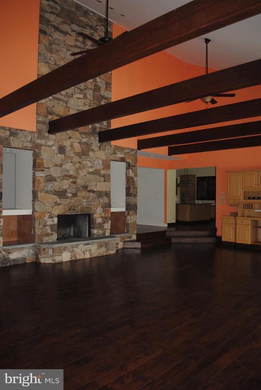 Beautiful Great Room - 8250 OLD COLUMBIA RD, FULTON