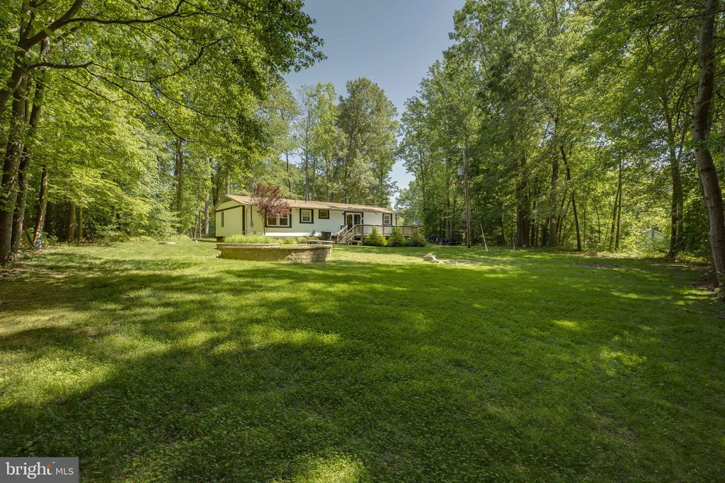 Large yard space perfect for entertaining - 7287 TOKEN VALLEY RD, MANASSAS