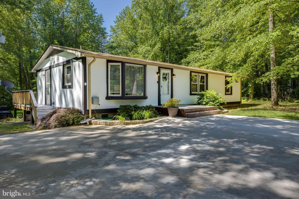 Plenty of parking on this ranch style home - 7287 TOKEN VALLEY RD, MANASSAS