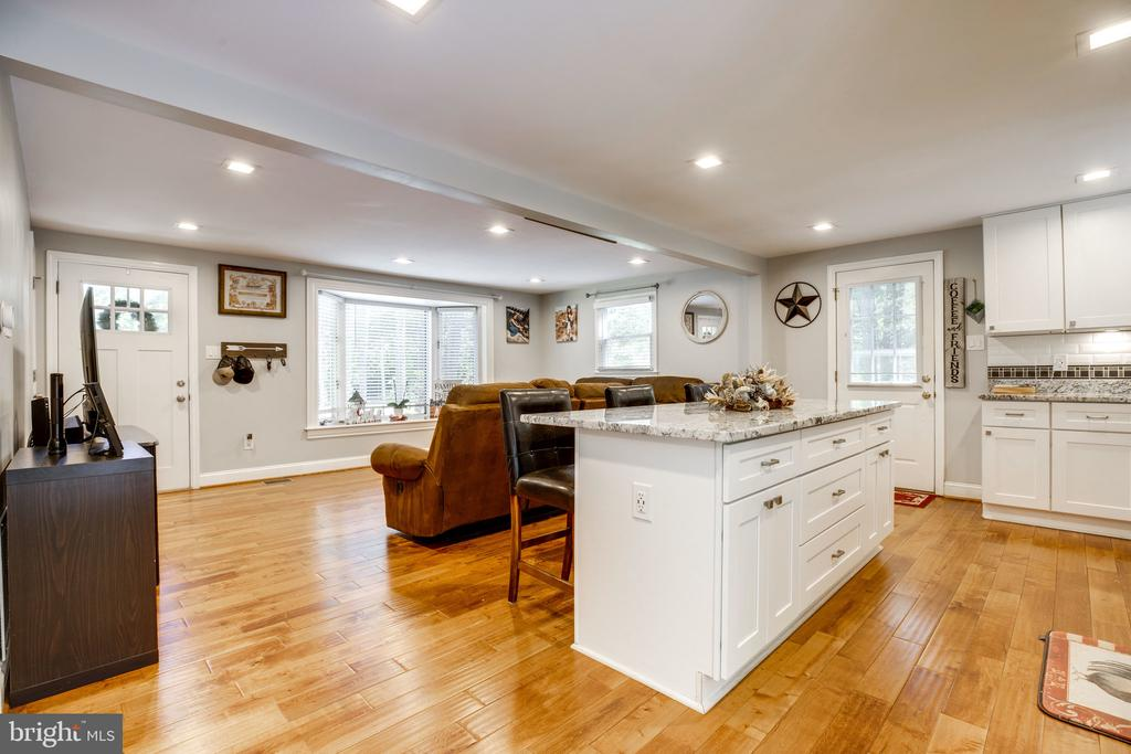 3 doors to enter / exit this charming space - 7287 TOKEN VALLEY RD, MANASSAS