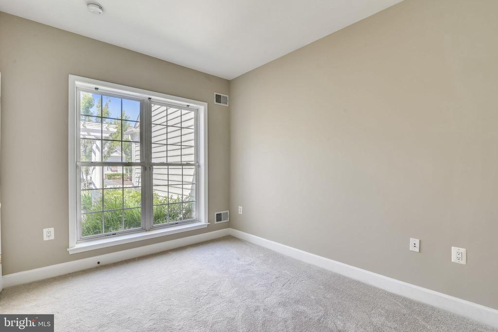 Bedroom 2 With Floor To Ceiling Windows - 44484 MALTESE FALCON SQ, ASHBURN