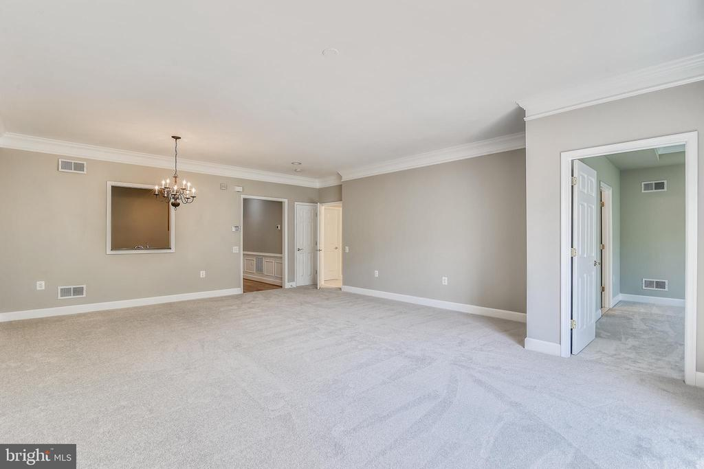Living Room With Crown Molding - 44484 MALTESE FALCON SQ, ASHBURN