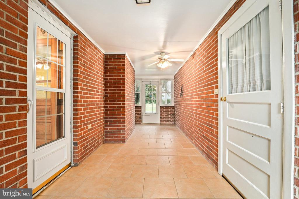 Breeze on through house to garage and vice versa - 13709 STRAFFORD DR, THURMONT