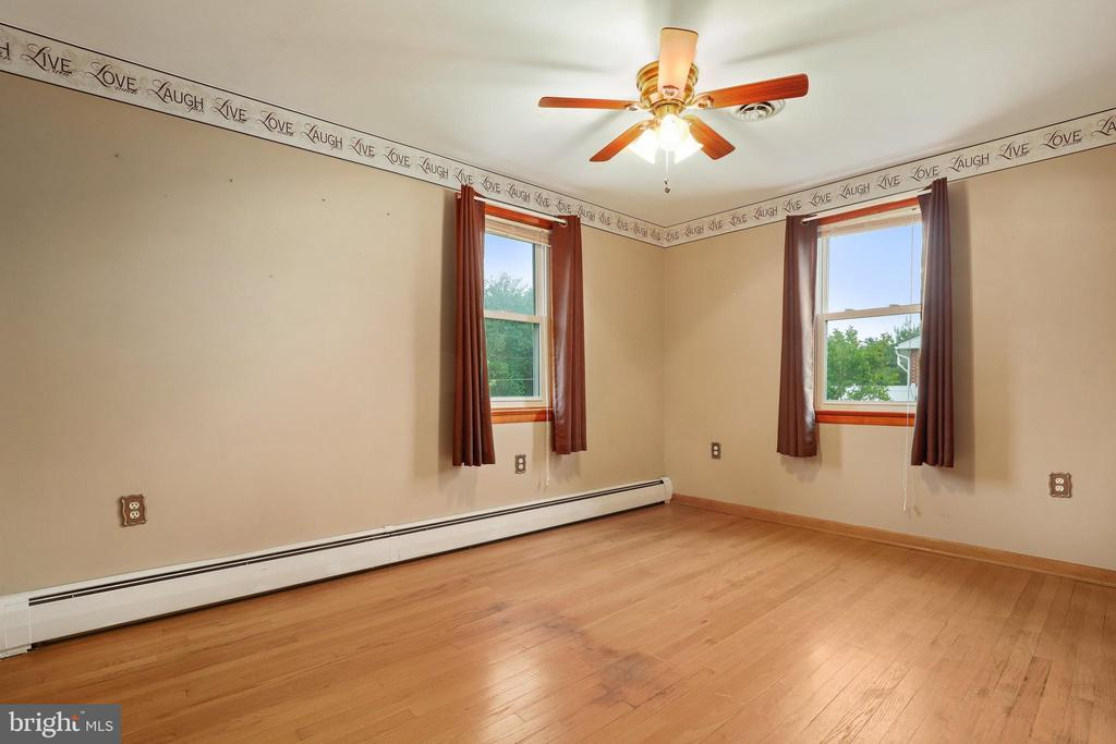 Bedroom 2 of 3 - another fan! - 13709 STRAFFORD DR, THURMONT