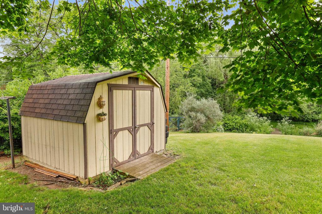 Storage shed - 13709 STRAFFORD DR, THURMONT