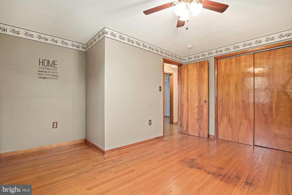 Love a ceiling fan in the bedroom - 13709 STRAFFORD DR, THURMONT