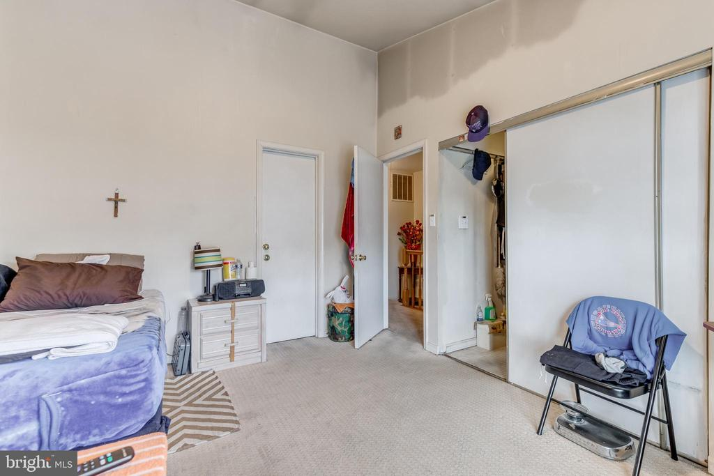 master bedroom - 82 SUDBURY SQ, STERLING