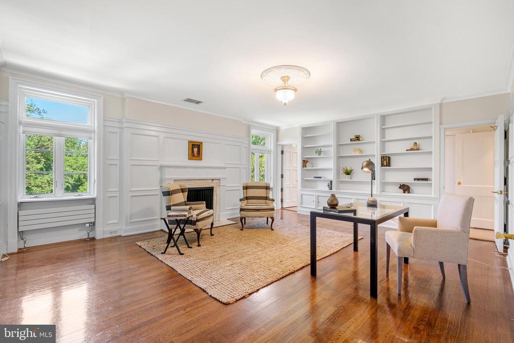Library/Family Room - 2443 KALORAMA RD NW, WASHINGTON
