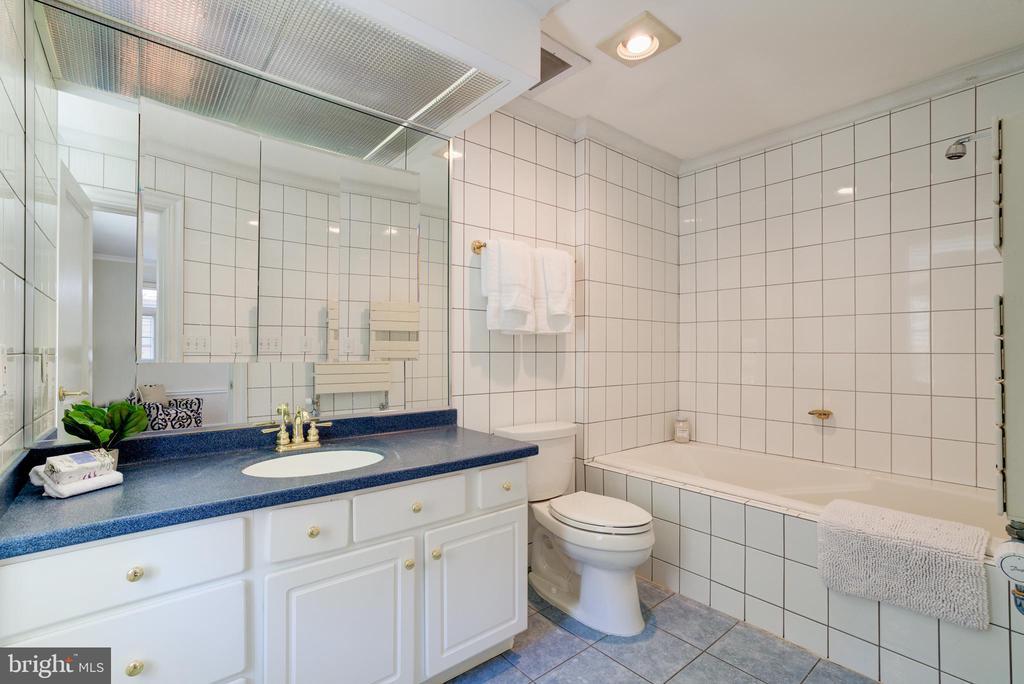 Bathroom - 2443 KALORAMA RD NW, WASHINGTON