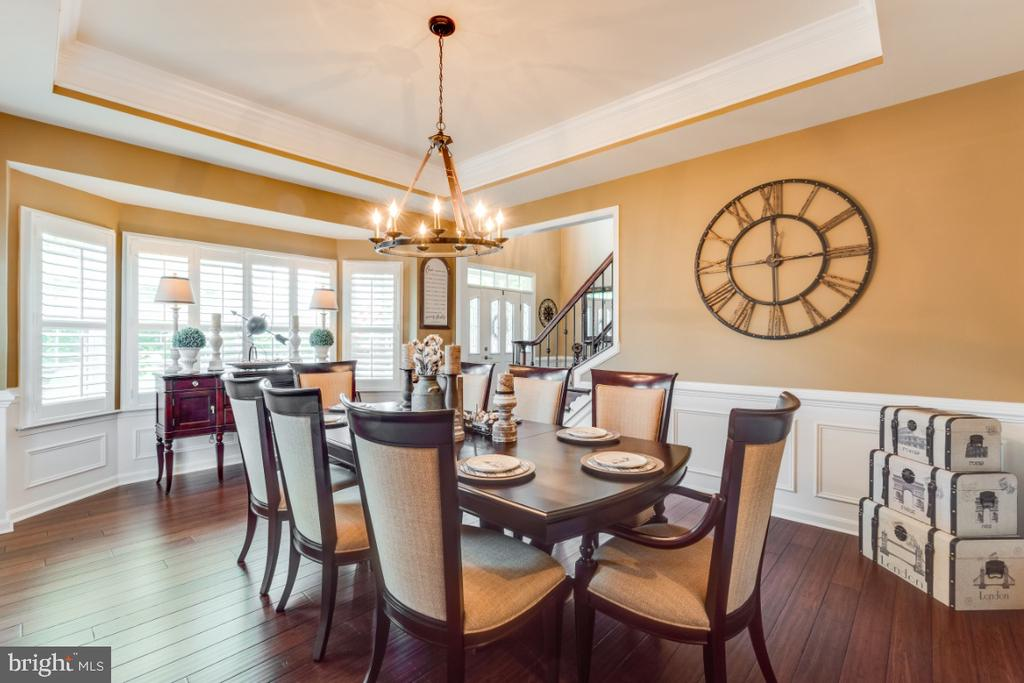 Formal Dining Room w/ Tray Ceiling - 42063 MIDDLEHAM CT, ASHBURN