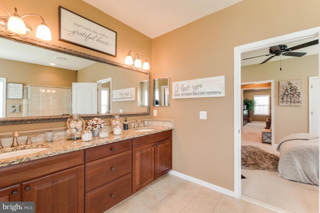 Luxury Owners Suite Bathroom w/ Granite Counters - 42063 MIDDLEHAM CT, ASHBURN
