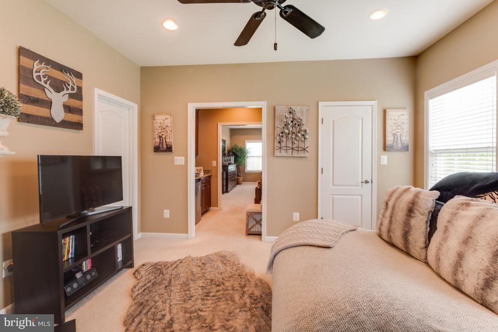 Luxury Owners Suite Sitting Room - 42063 MIDDLEHAM CT, ASHBURN