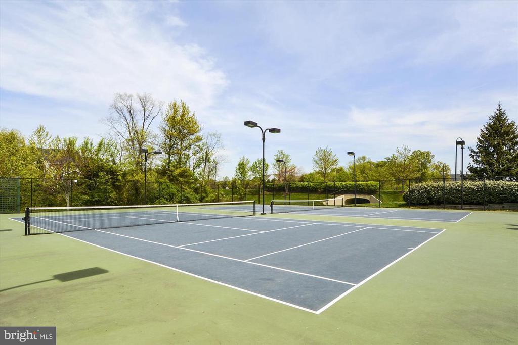 Community tennis court - 42918 PARK BROOKE CT, BROADLANDS