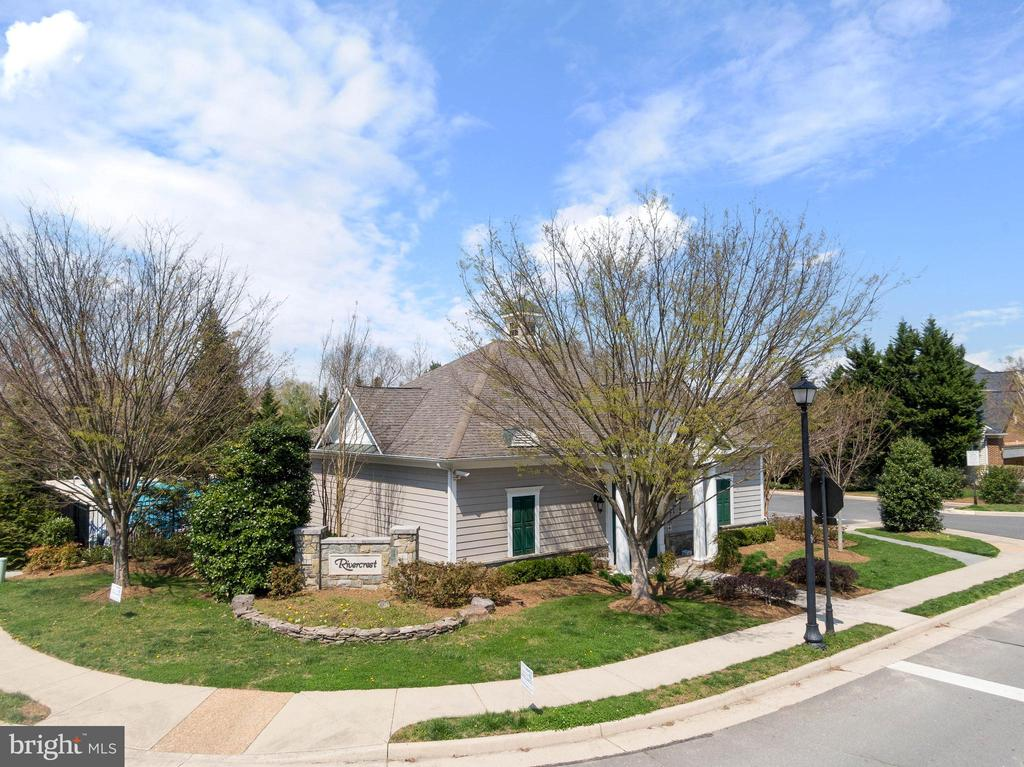 Welcome to Rivercrest - 47273 OX BOW CIR, STERLING