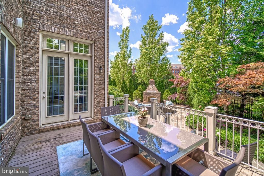 Access Deck from Kitchen and Family Room - 42416 RINGNECK PL, BRAMBLETON